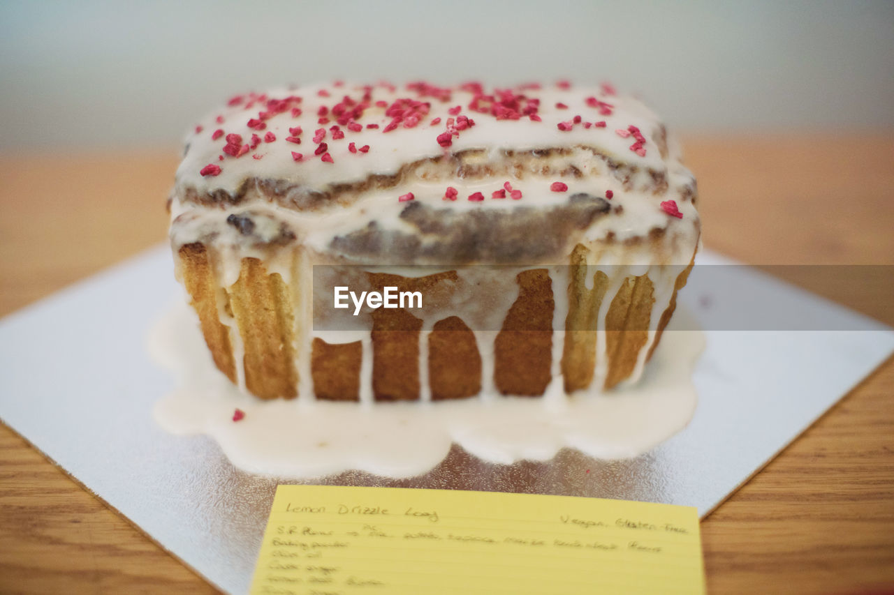 sweet food, indulgence, dessert, sweet, temptation, food and drink, still life, table, food, freshness, unhealthy eating, indoors, close-up, ready-to-eat, cake, baked, no people, cupcake, plate, selective focus, cupcake holder, muffin