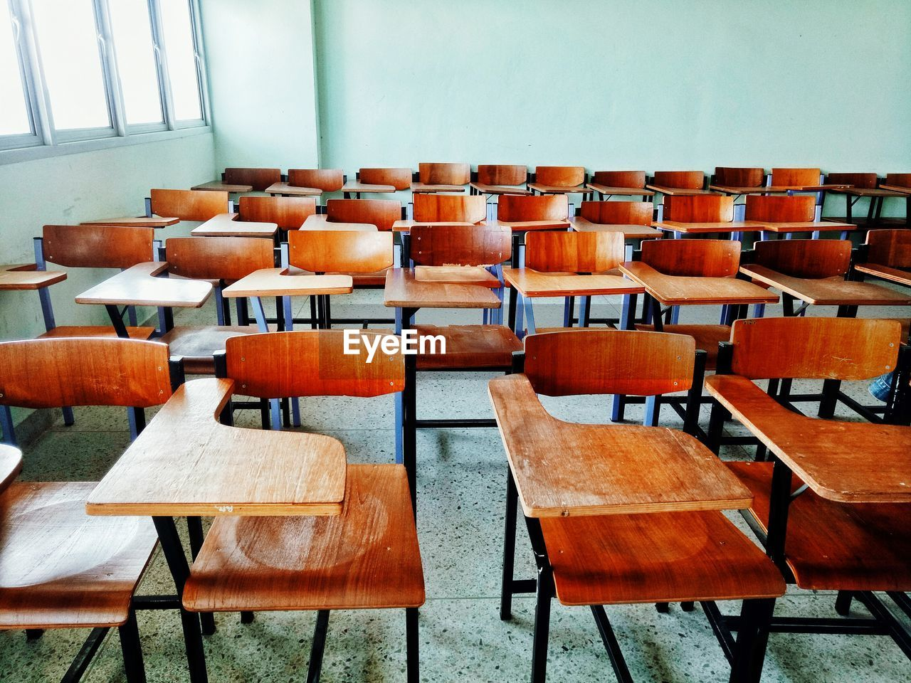 seat, chair, table, absence, empty, wood - material, in a row, no people, classroom, arrangement, school, large group of objects, furniture, indoors, education, brown, side by side, order, day, repetition