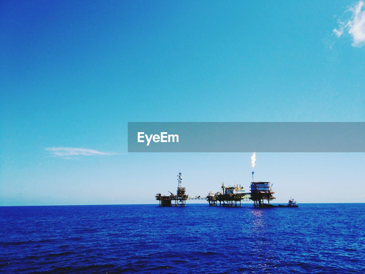 sea, water, sky, oil industry, offshore platform, fuel and power generation, blue, copy space, drilling rig, industry, fossil fuel, oil, nature, horizon over water, scenics - nature, horizon, beauty in nature, crude oil, no people, outdoors