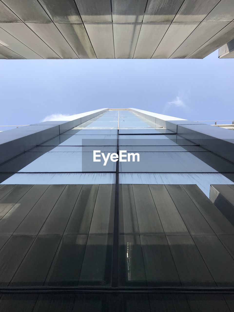 architecture, built structure, low angle view, building exterior, building, modern, no people, sky, day, directly below, office building exterior, office, glass - material, pattern, sunlight, outdoors, city, reflection, nature, tall - high, skyscraper, ceiling