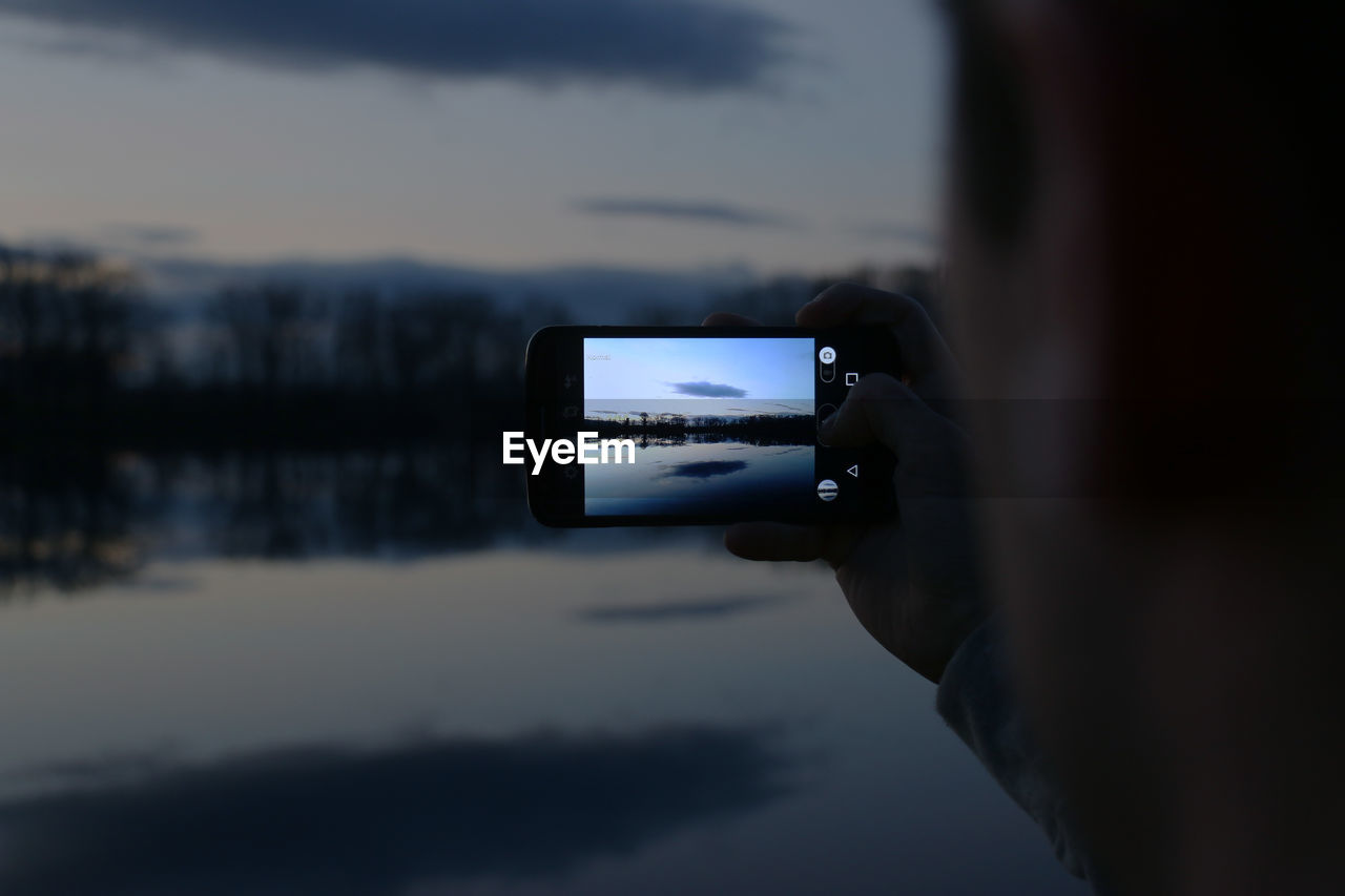 Human Hand Photographing Using Smart Phone