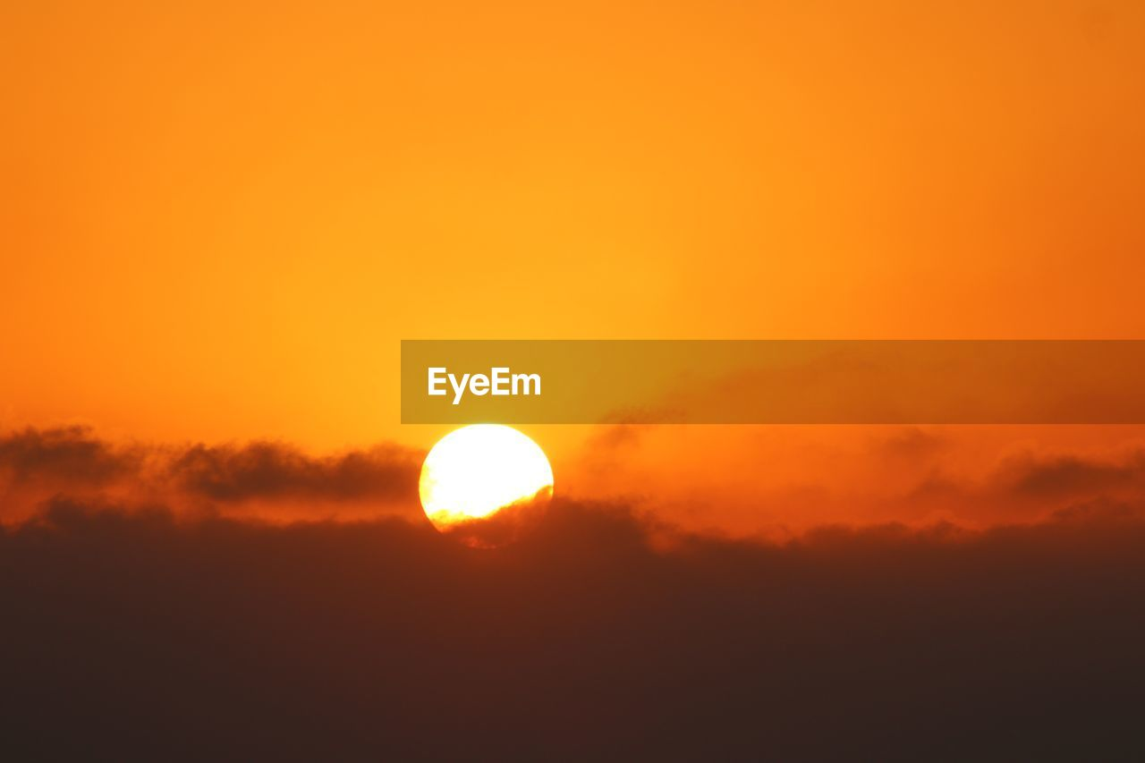 sky, sunset, beauty in nature, scenics - nature, orange color, tranquil scene, sun, tranquility, cloud - sky, silhouette, idyllic, nature, no people, outdoors, non-urban scene, sunlight, circle, dramatic sky, low angle view, majestic, eclipse, romantic sky