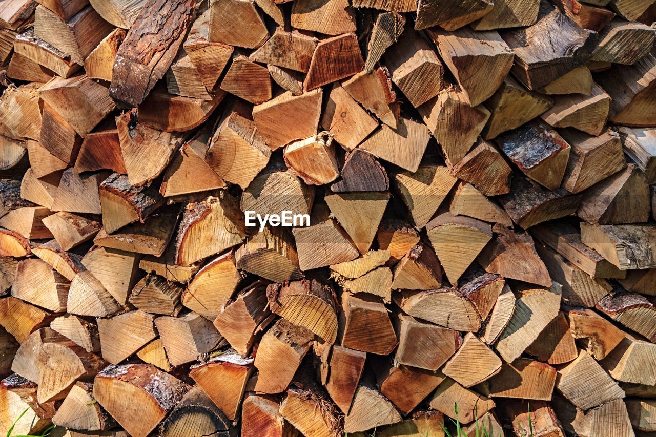 log, timber, lumber industry, wood, full frame, firewood, stack, backgrounds, large group of objects, wood - material, abundance, tree, forest, woodpile, fuel and power generation, pattern, deforestation, heap, brown, environmental issues, no people, outdoors, chopped