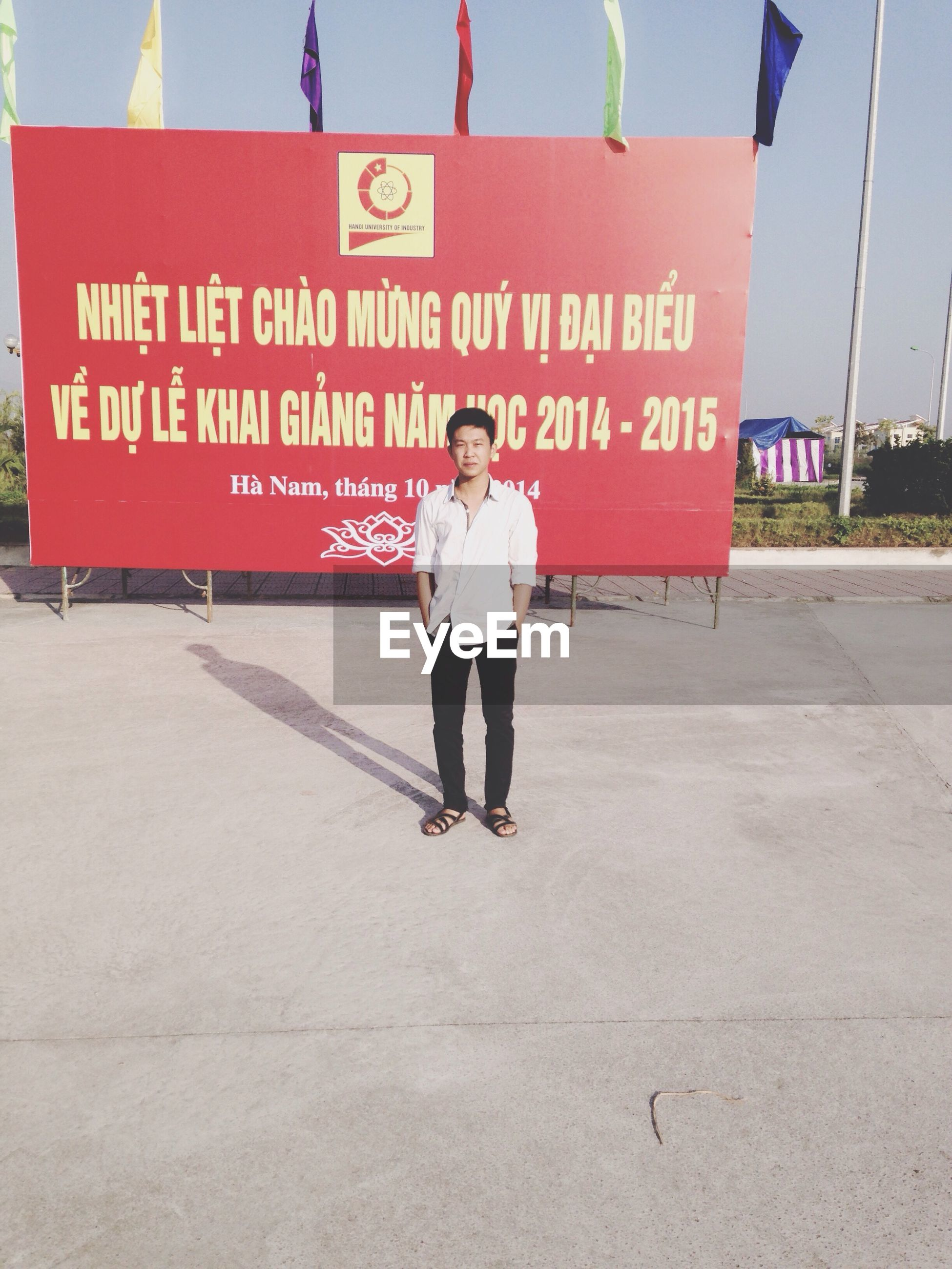 text, western script, communication, walking, lifestyles, men, rear view, full length, built structure, sign, person, architecture, non-western script, leisure activity, guidance, standing, street, casual clothing