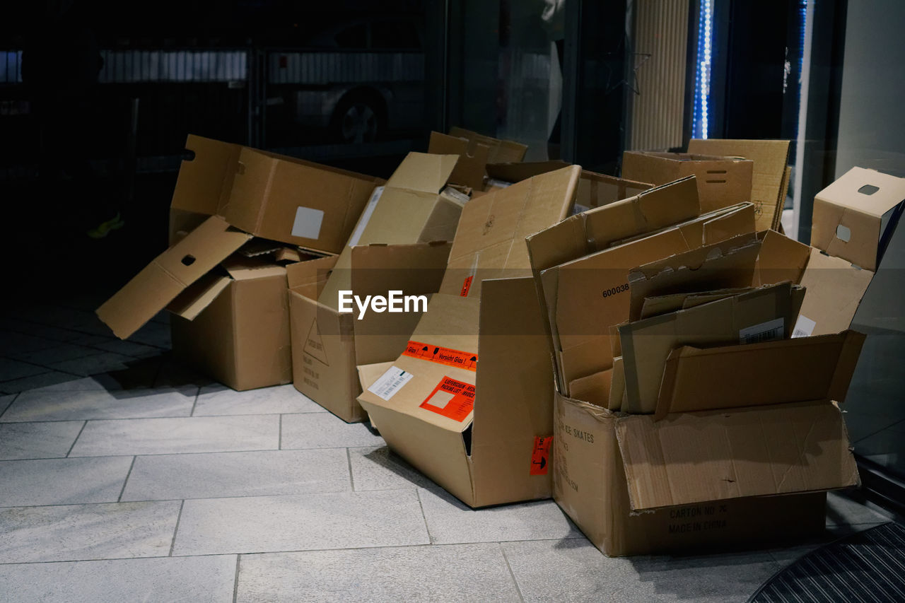 cardboard box, box - container, cardboard, stack, no people, indoors, freight transportation, large group of objects, gift, day