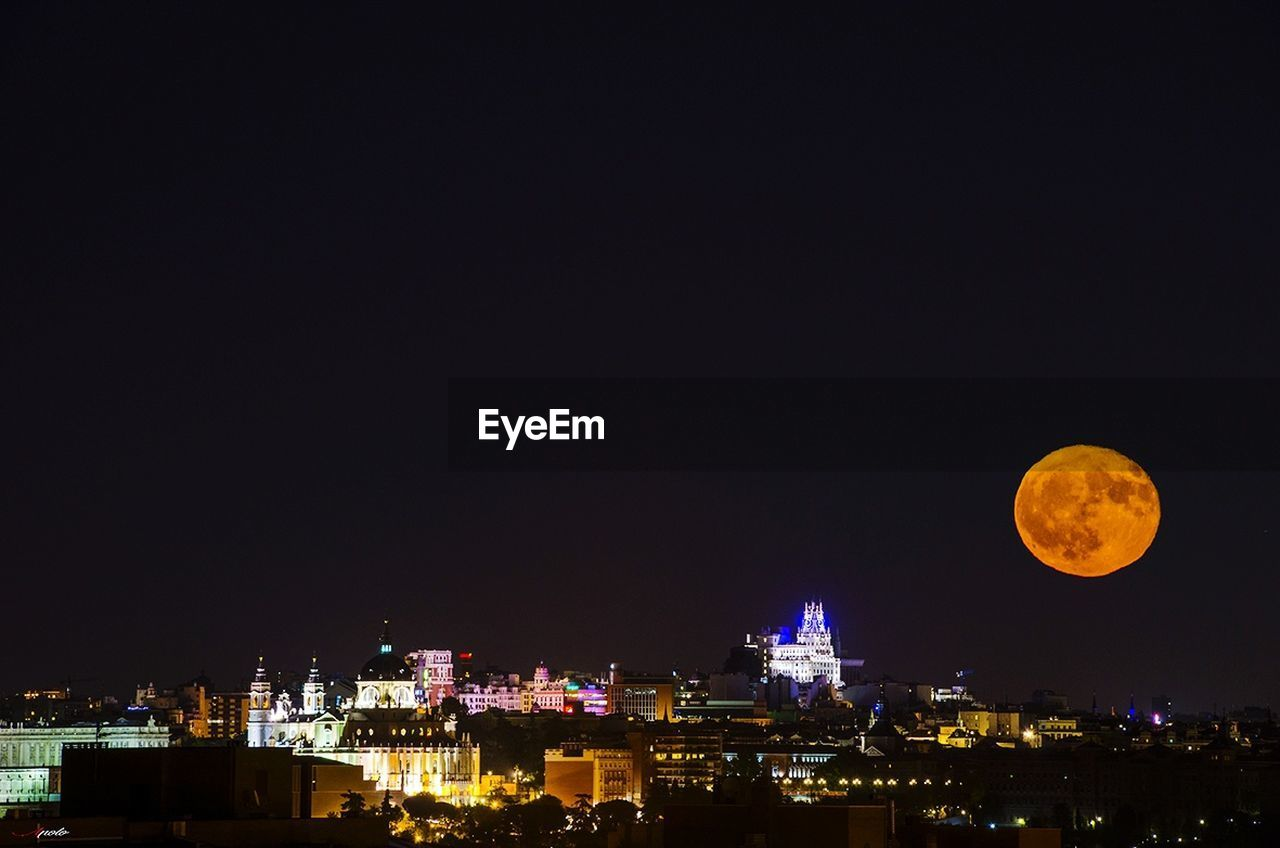 night, moon, copy space, illuminated, building exterior, built structure, architecture, no people, clear sky, outdoors, sky, beauty in nature, nature, city, cityscape, astronomy