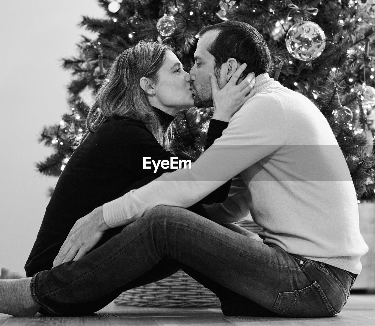 togetherness, two people, love, positive emotion, bonding, emotion, women, tree, lifestyles, couple - relationship, adult, side view, real people, men, females, leisure activity, kissing, young women, casual clothing, care, hairstyle