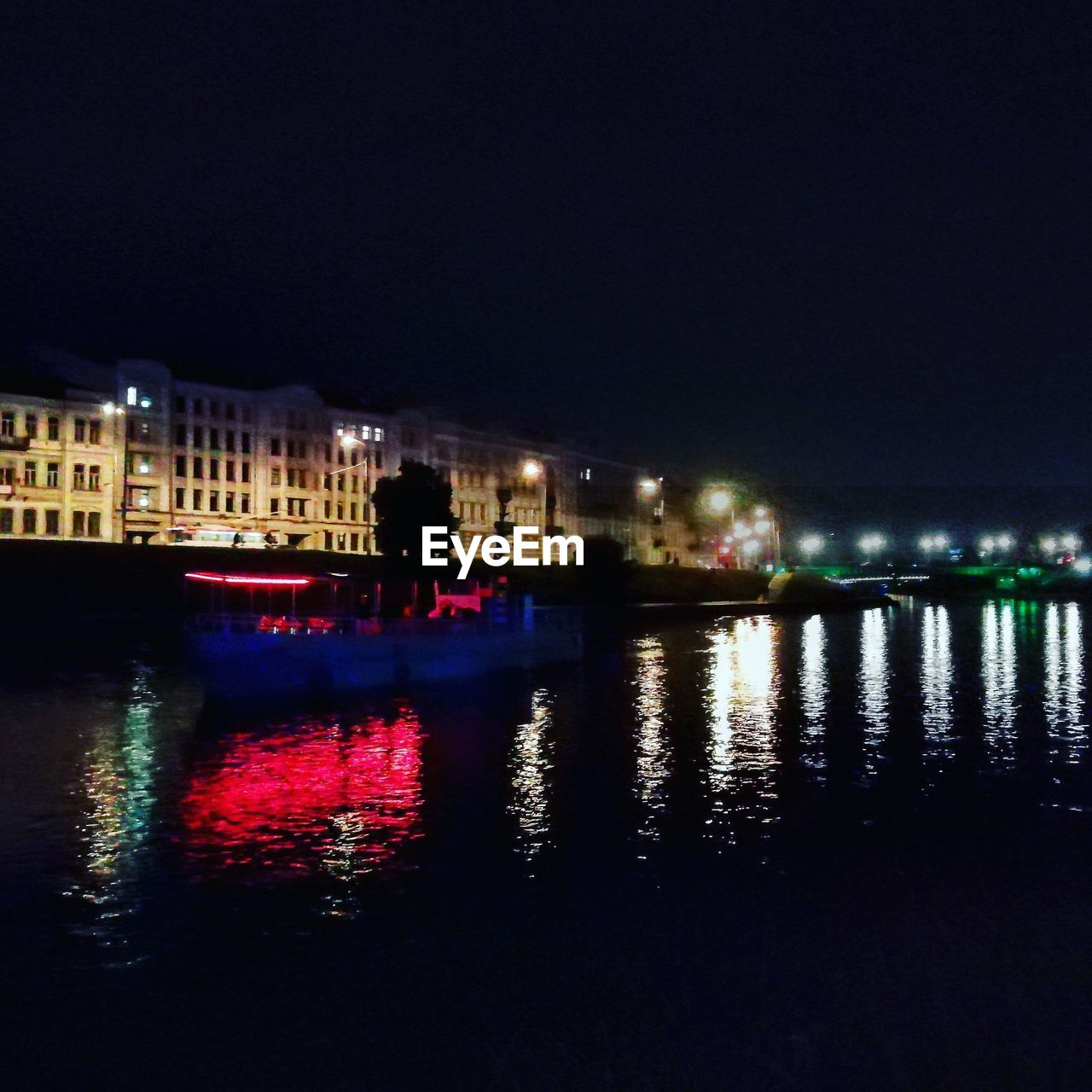 night, reflection, illuminated, water, built structure, building exterior, architecture, waterfront, city, sky, nature, river, building, no people, copy space, outdoors, clear sky, lighting equipment, nightlife