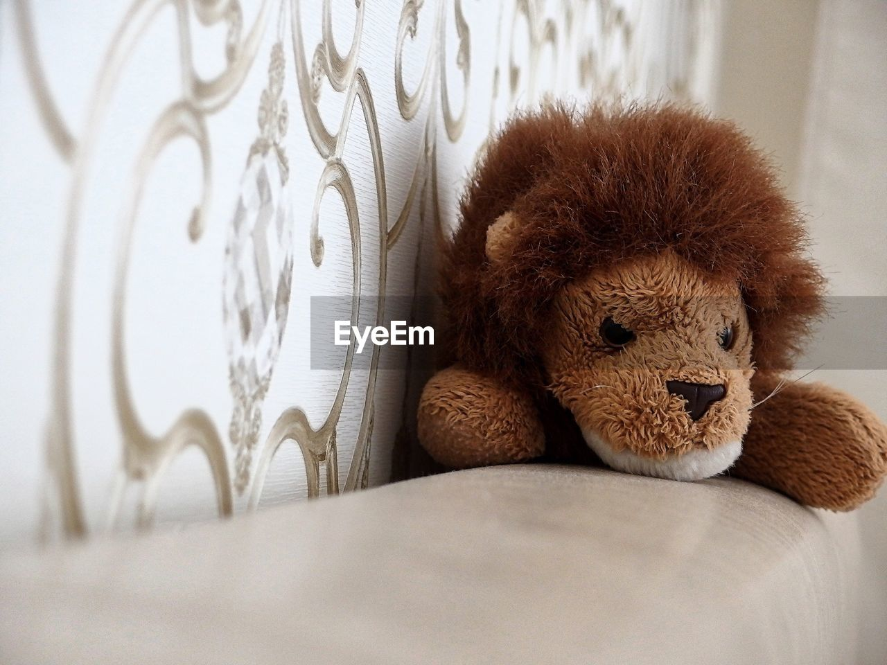 teddy bear, toy, indoors, stuffed toy, no people, furniture, animal representation, bed, close-up, home interior, relaxation, stuffed, pillow, selective focus, comfortable, animal, representation, animal themes, brown, mammal, softness