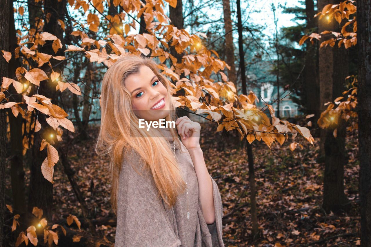 one person, hair, young adult, autumn, beautiful woman, beauty, blond hair, tree, leaf, plant part, smiling, portrait, happiness, women, young women, adult, long hair, emotion, nature, hairstyle, outdoors, change