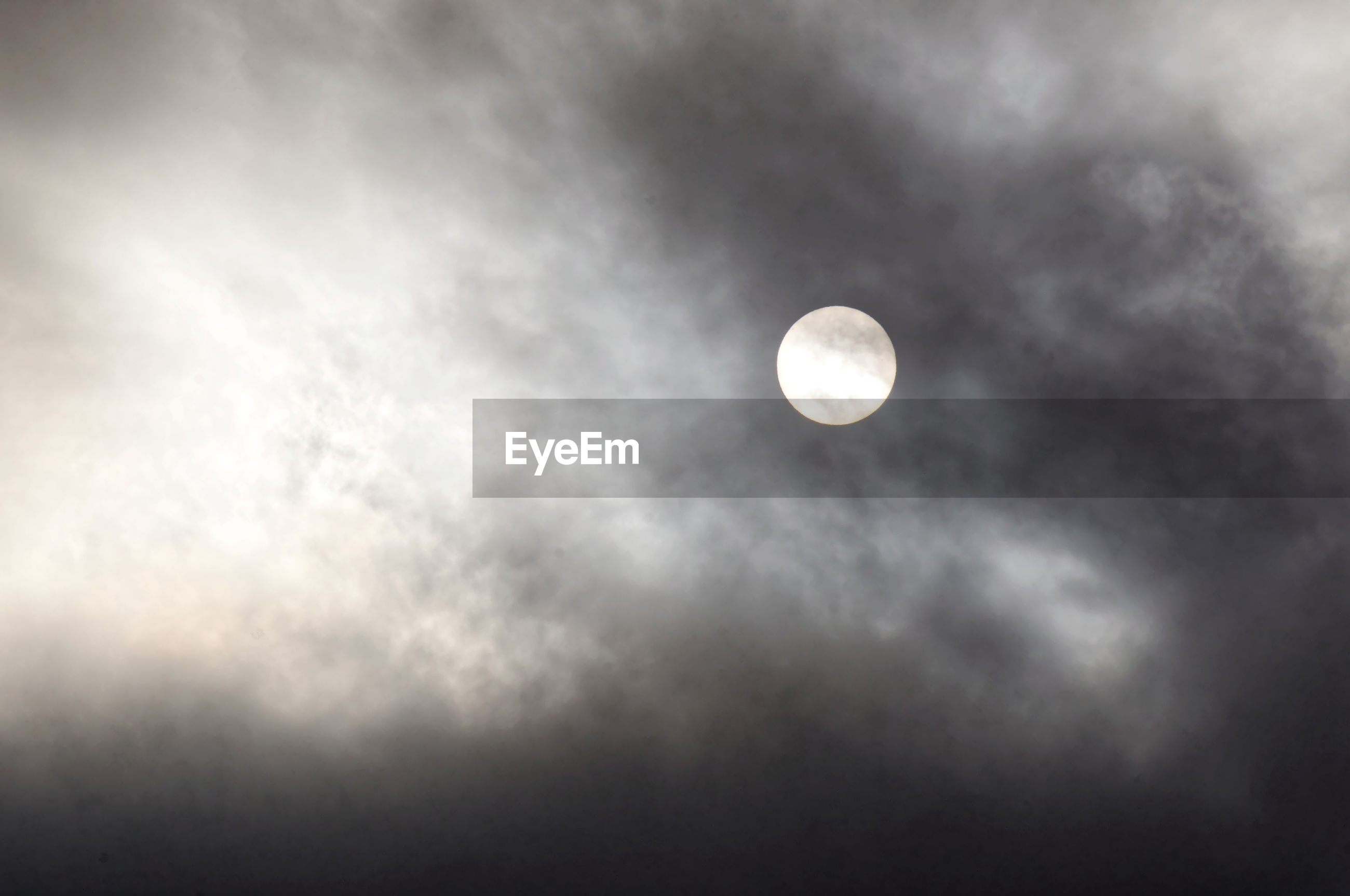 moon, beauty in nature, scenics, low angle view, tranquil scene, sky, tranquility, nature, full moon, majestic, cloud - sky, idyllic, astronomy, cloud, outdoors, planetary moon, dark, cloudy, circle, cloudscape, exploration, space exploration, no people, dreamlike