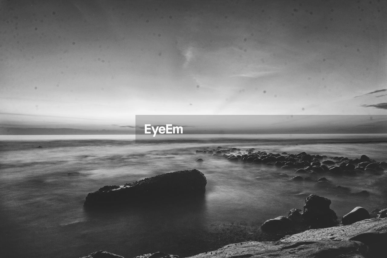 sea, water, nature, horizon over water, sky, scenics, beauty in nature, rock - object, tranquil scene, no people, tranquility, outdoors, beach, day, wave