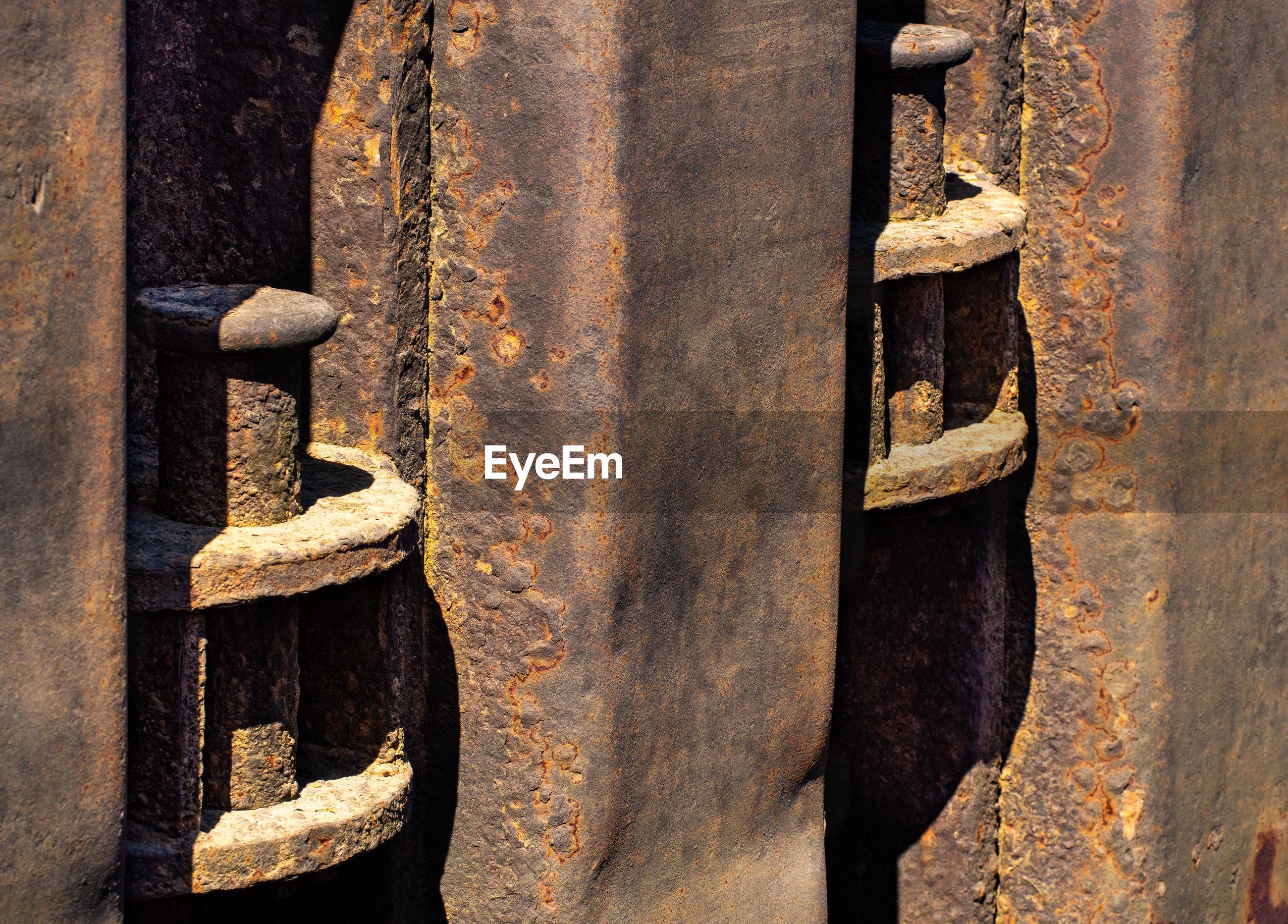 CLOSE-UP OF OLD RUSTY DOOR