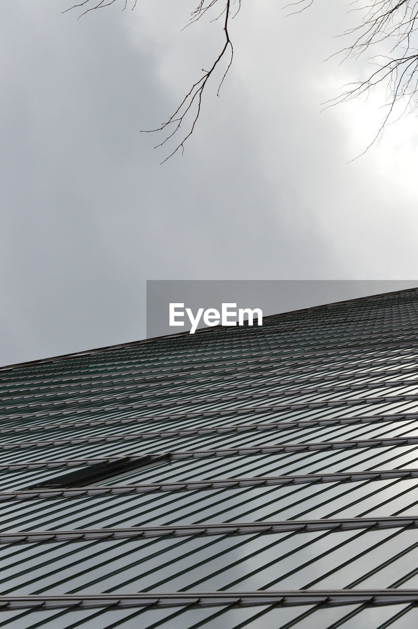 roof, low angle view, architecture, sky, built structure, outdoors, building exterior, day, pattern, no people, tiled roof