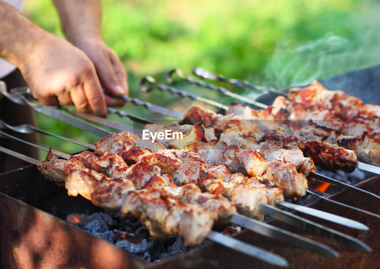 CLOSE-UP OF ROASTED MEAT ON BARBECUE GRILL