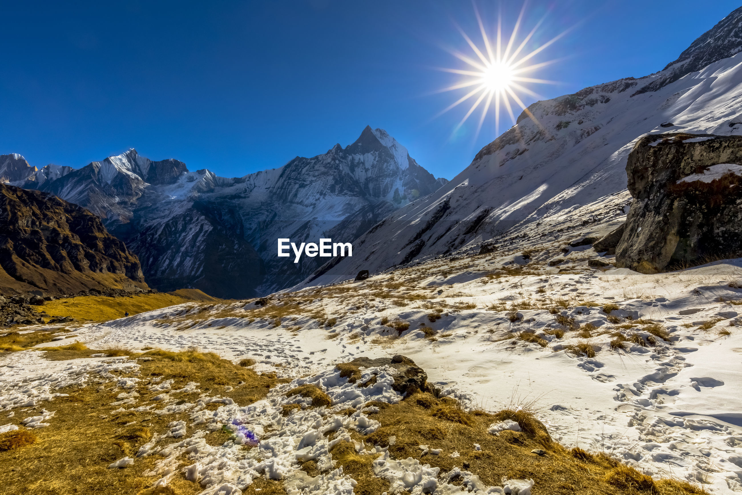 SCENIC VIEW OF SNOWCAPPED MOUNTAINS AGAINST BRIGHT SKY