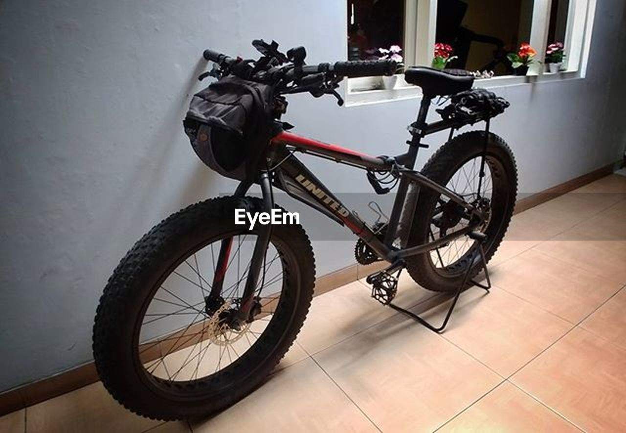 bicycle, transportation, mode of transport, land vehicle, stationary, wheel, no people, indoors, tire, day