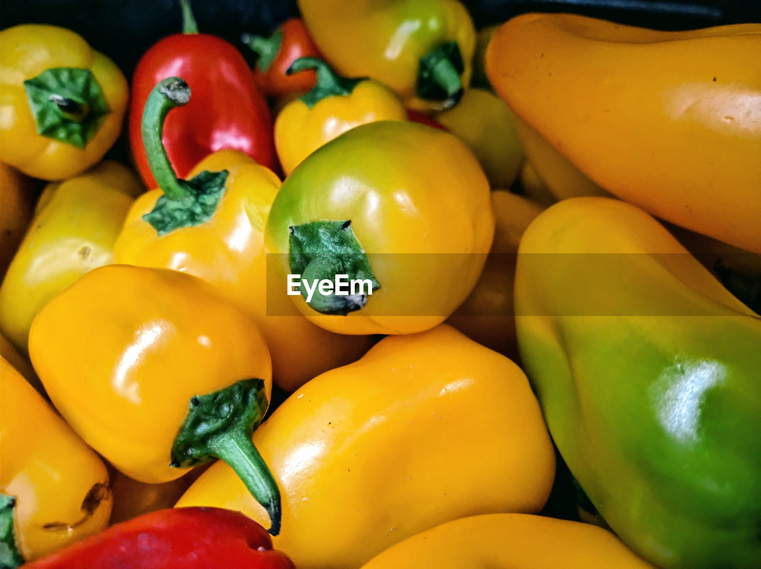 FULL FRAME SHOT OF YELLOW BELL PEPPERS AT MARKET
