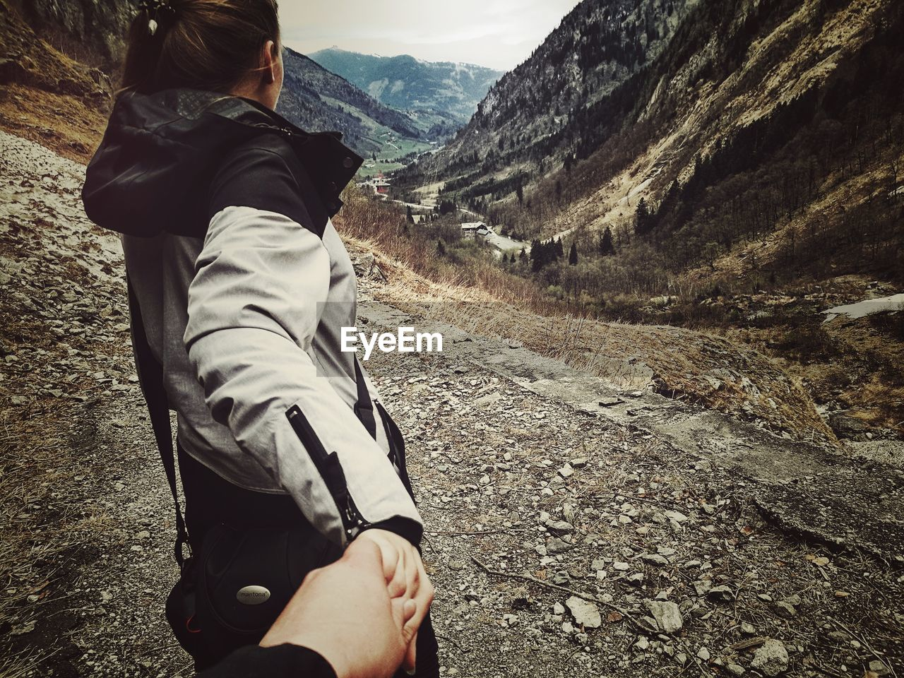 real people, mountain, leisure activity, one person, lifestyles, nature, hiking, walking, landscape, men, day, outdoors, mountain range, adventure, standing, low section, human hand, close-up, people