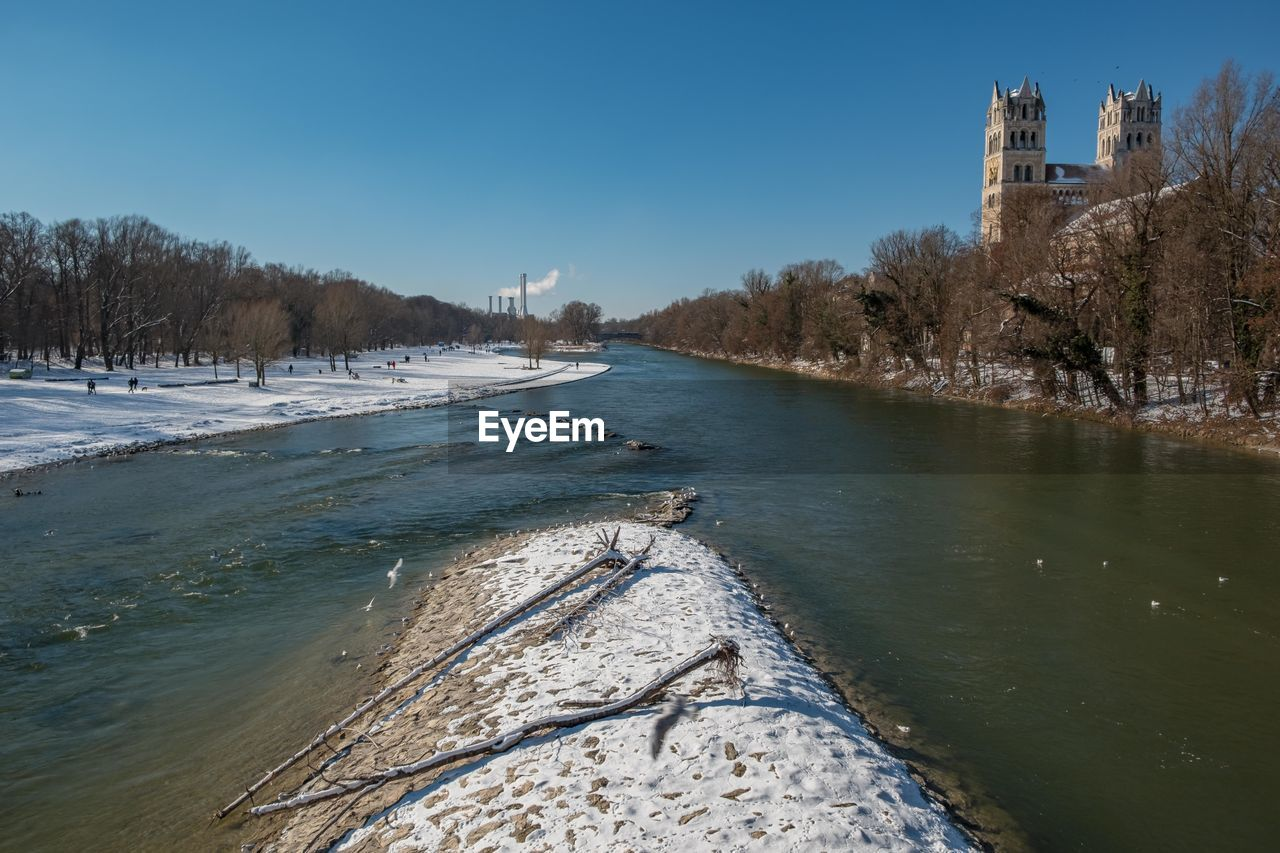 VIEW OF RIVER IN CITY