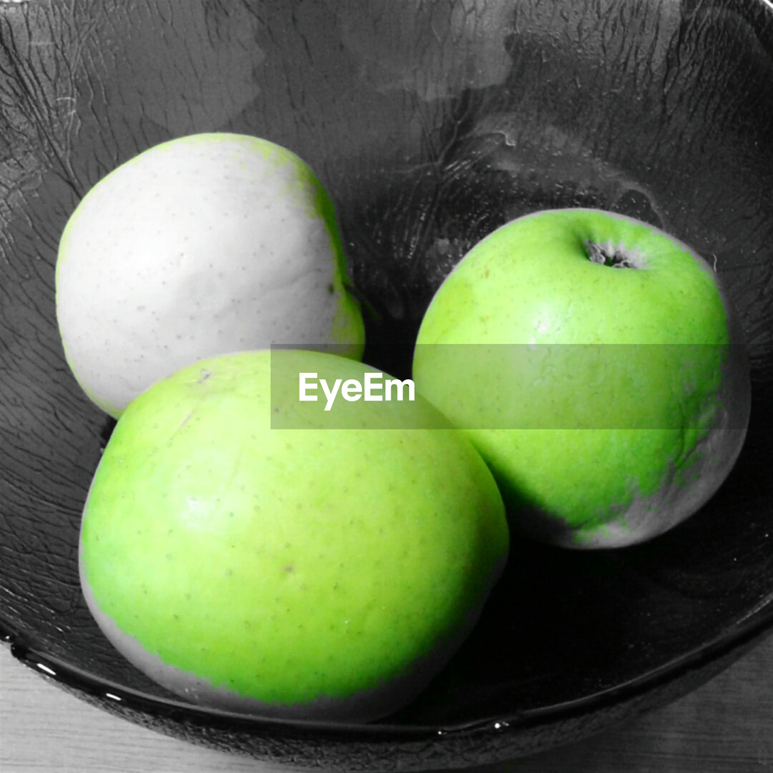 Close-up of apples in bowl