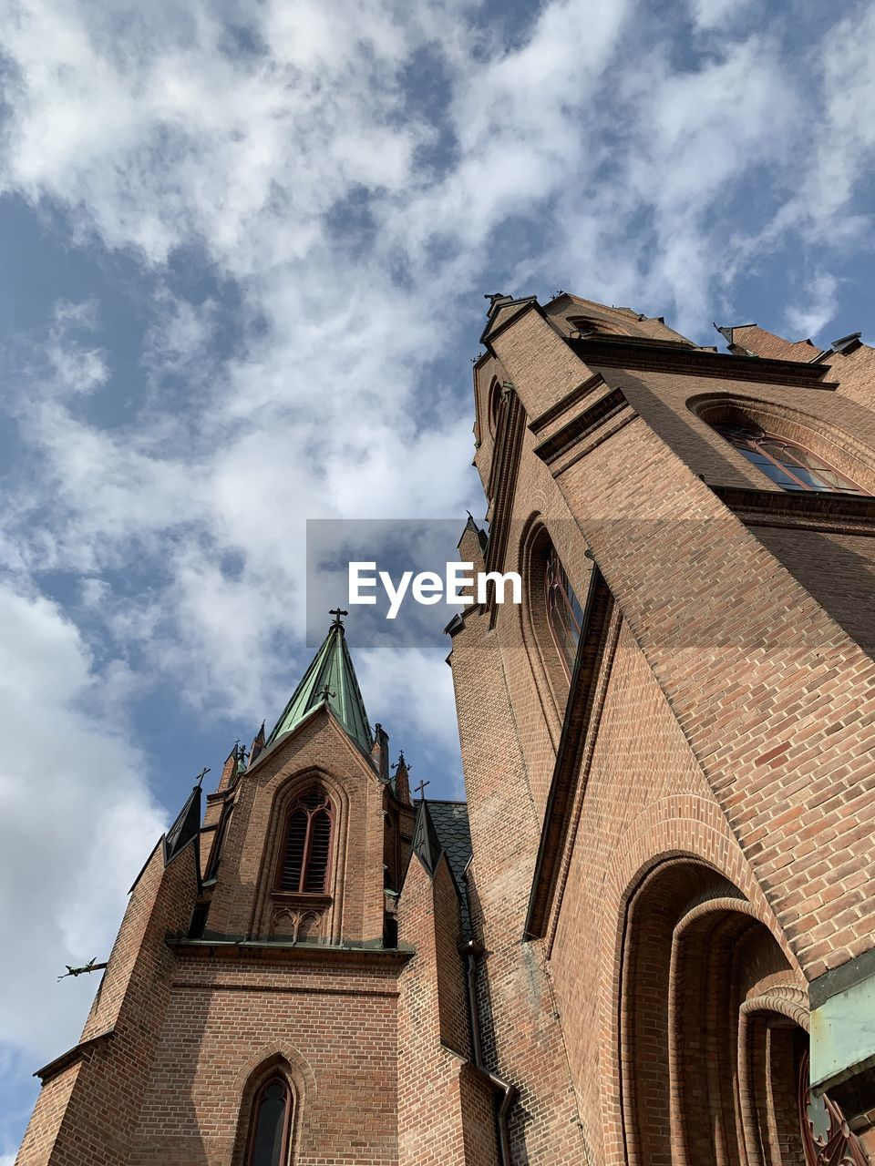 LOW ANGLE VIEW OF CATHEDRAL AND BUILDING AGAINST SKY