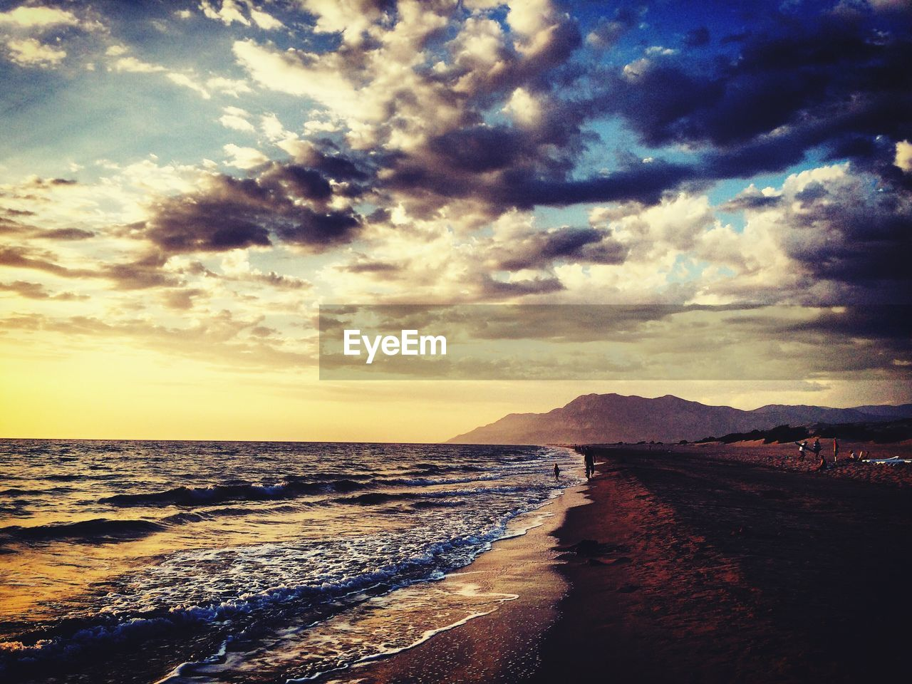 scenics, sea, sky, water, beauty in nature, nature, tranquil scene, cloud - sky, sunset, tranquility, horizon over water, no people, outdoors, beach, travel destinations, day, wave