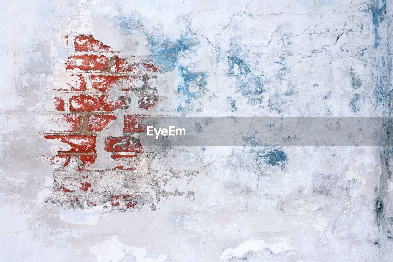 no people, cold temperature, white color, snow, outdoors, red, day, close-up, wall - building feature, ice, frozen, nature, winter, full frame, textured, water, directly above