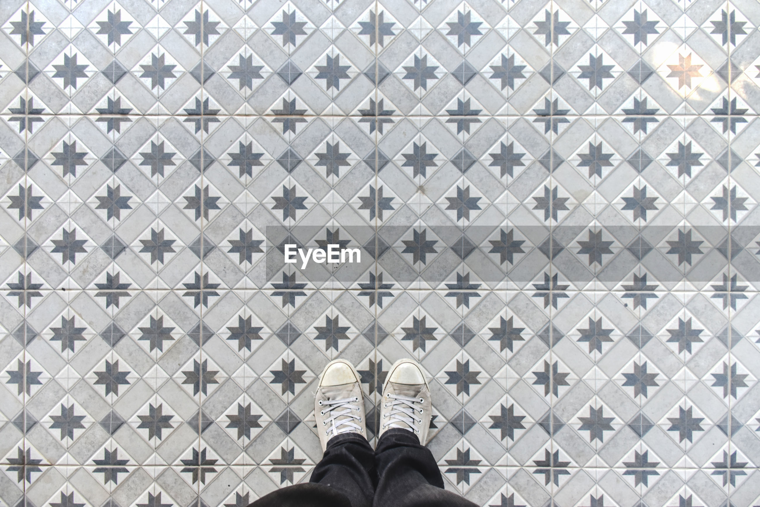 Selfie my foot with texture tile view.