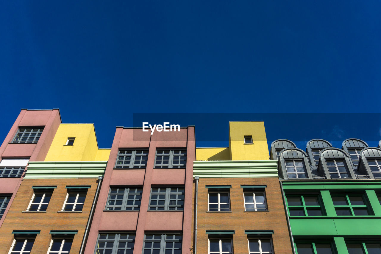 window, building exterior, architecture, yellow, clear sky, built structure, low angle view, copy space, no people, day, blue, outdoors, sky