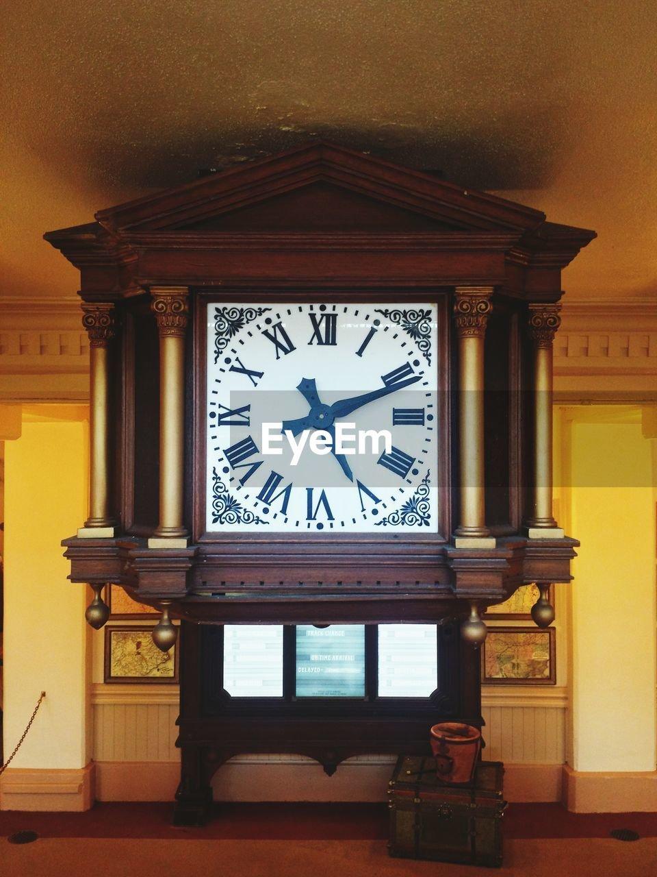 time, clock, built structure, architecture, clock face, minute hand, roman numeral, no people, indoors, building exterior, day, hour hand