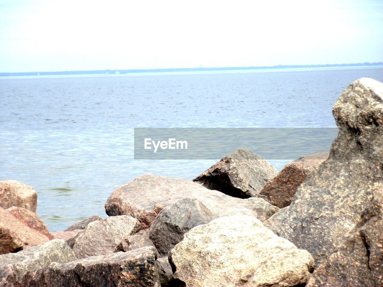 sea, water, rock - object, horizon over water, nature, scenics, beauty in nature, tranquil scene, tranquility, outdoors, day, beach, no people, sky, clear sky, pebble beach