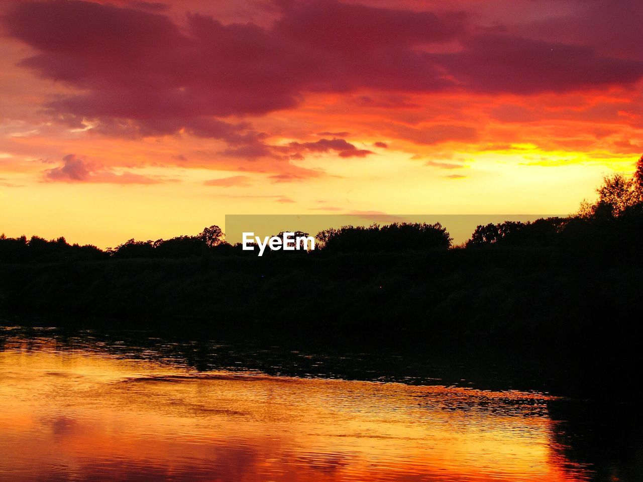sunset, sky, beauty in nature, tranquility, cloud - sky, orange color, tranquil scene, scenics - nature, water, tree, lake, silhouette, plant, no people, nature, idyllic, waterfront, reflection, non-urban scene, outdoors, romantic sky
