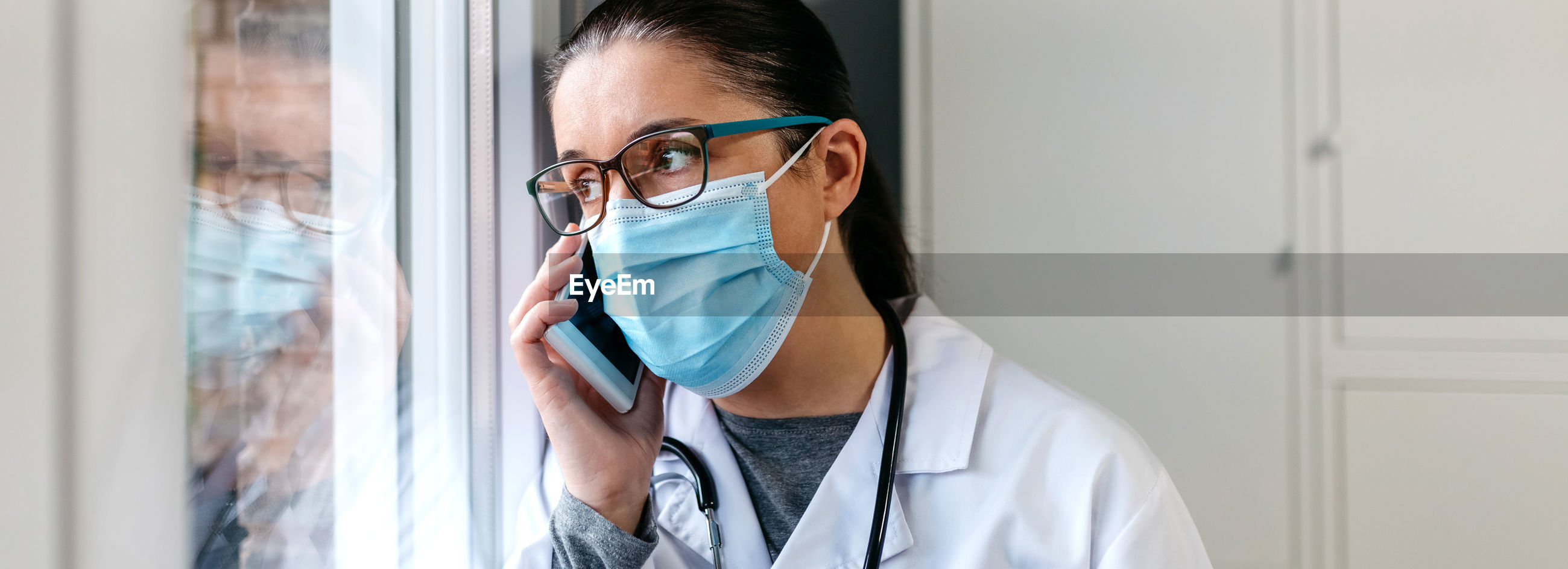 MIDSECTION OF WOMAN WEARING MASK IN MIRROR