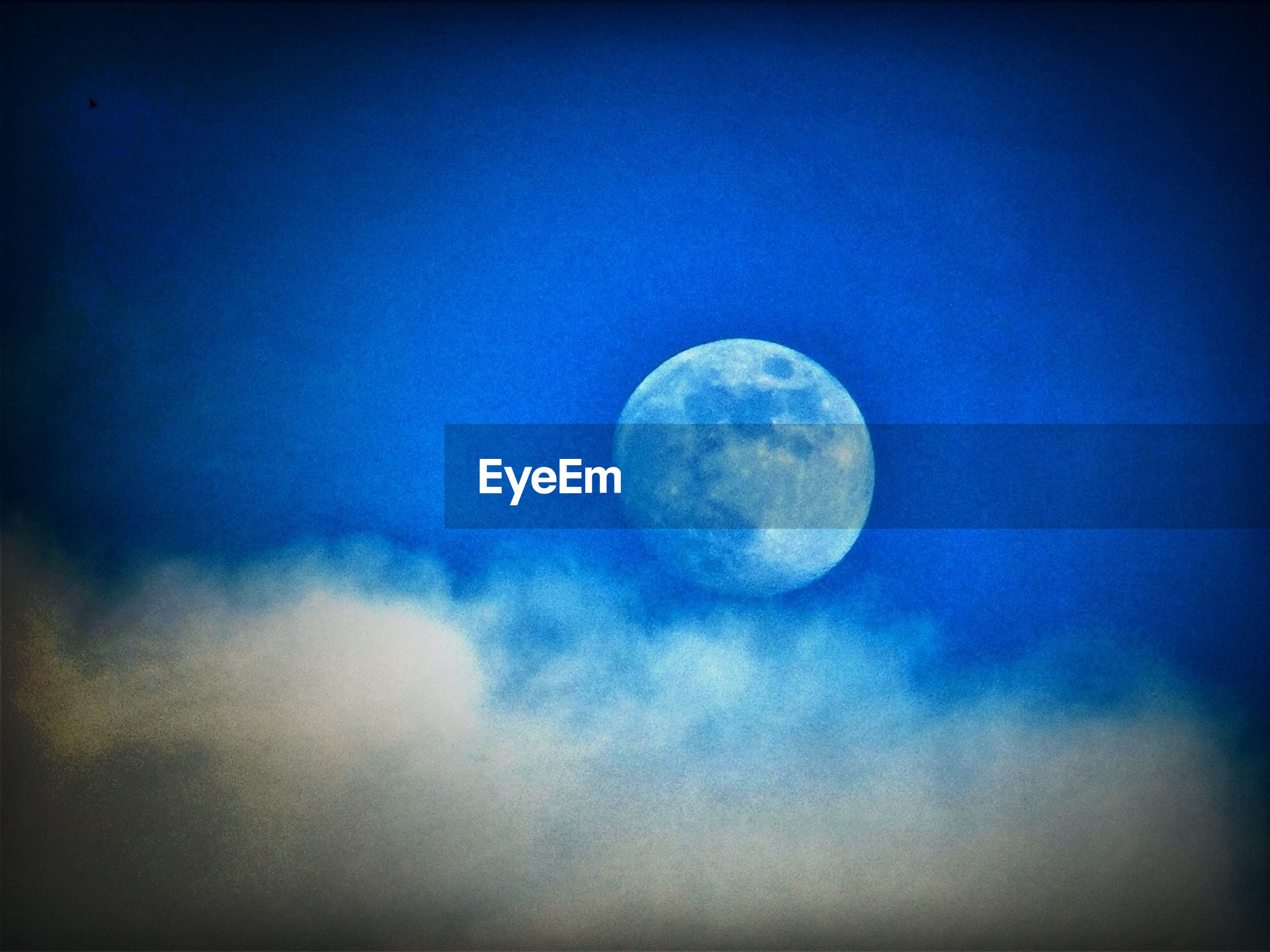 moon, astronomy, low angle view, full moon, planetary moon, sky, circle, beauty in nature, scenics, night, moon surface, sphere, space exploration, tranquility, tranquil scene, nature, sky only, majestic, discovery, blue