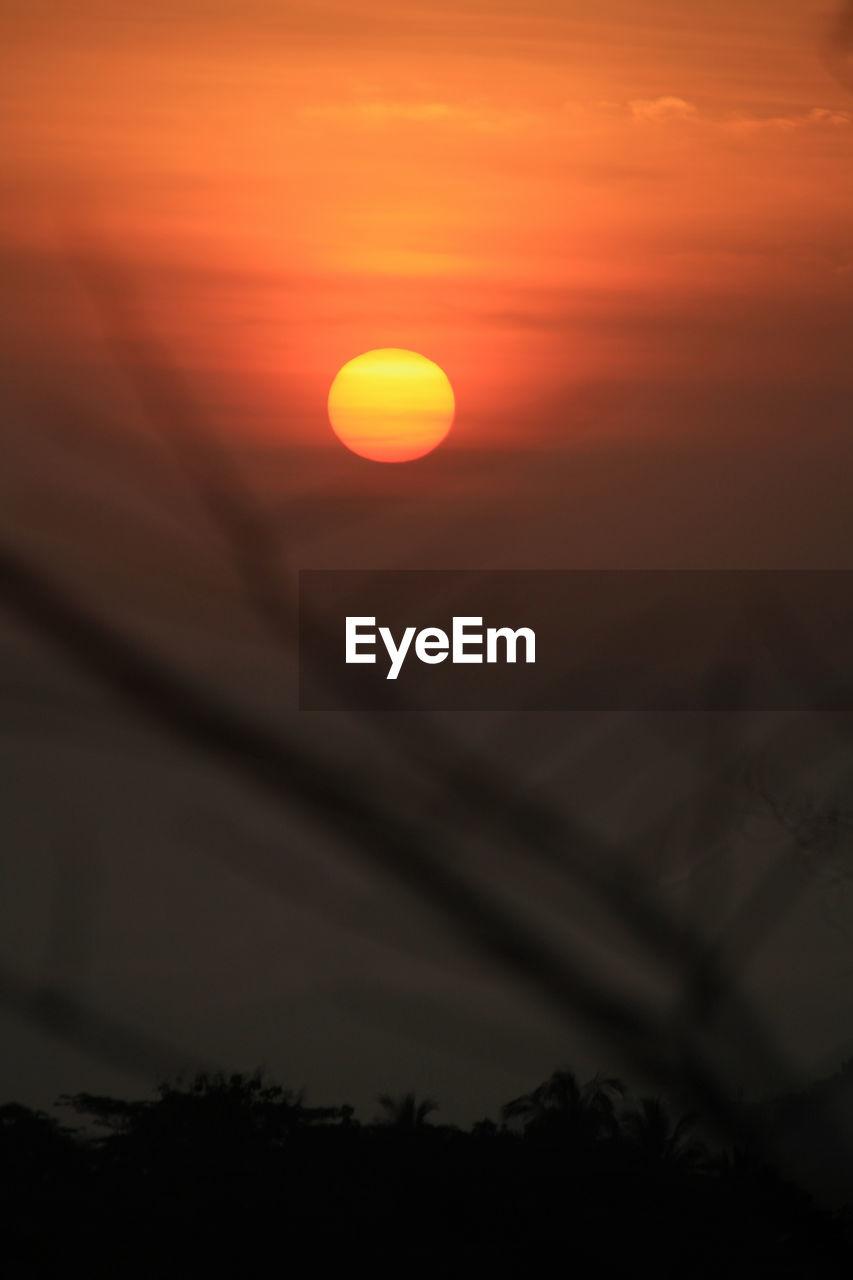 sunset, sky, beauty in nature, orange color, scenics - nature, silhouette, cloud - sky, tranquility, tranquil scene, sun, no people, nature, idyllic, non-urban scene, tree, sunlight, plant, outdoors, dramatic sky, environment, romantic sky