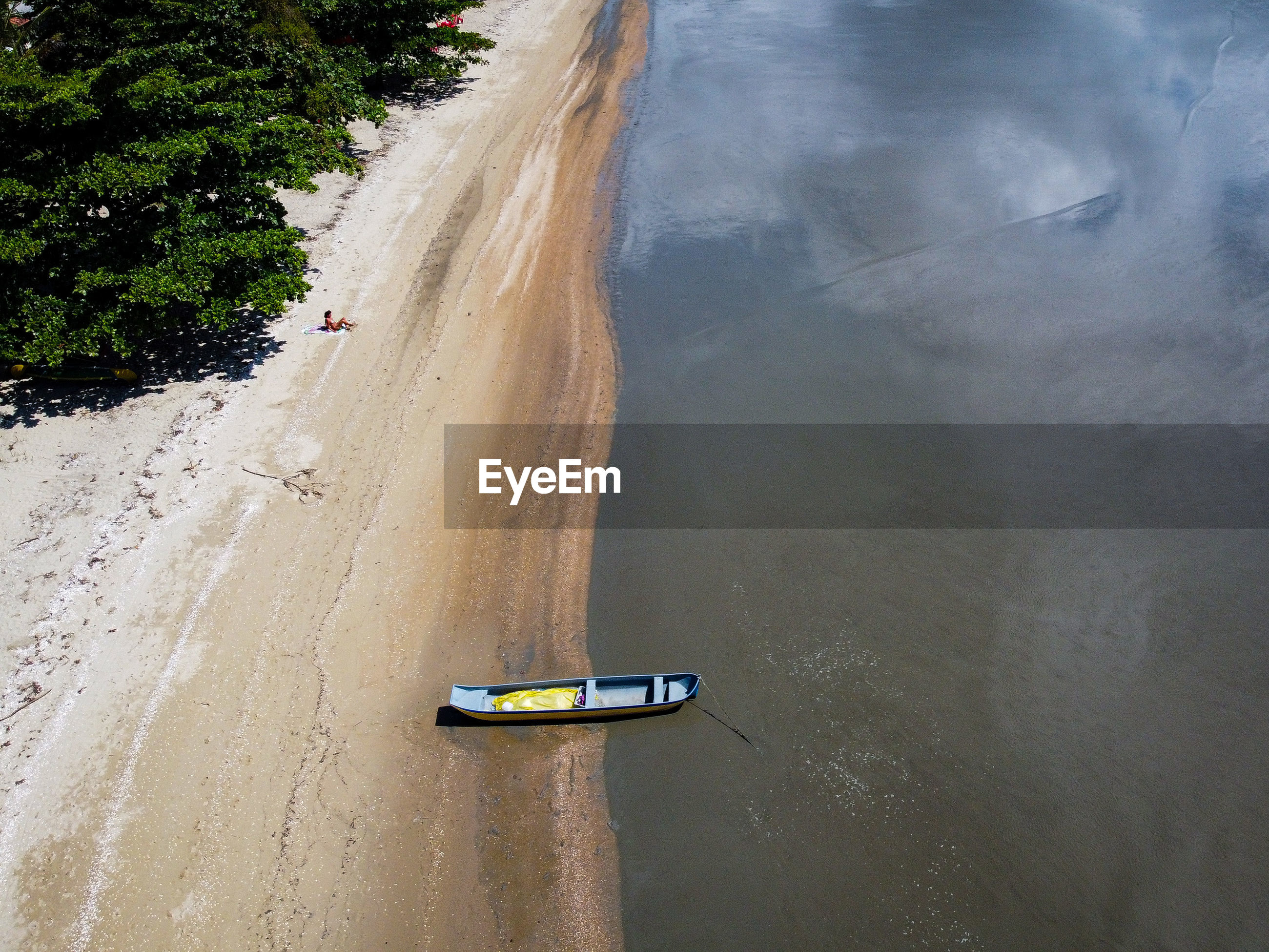 HIGH ANGLE VIEW OF ROAD ON BEACH