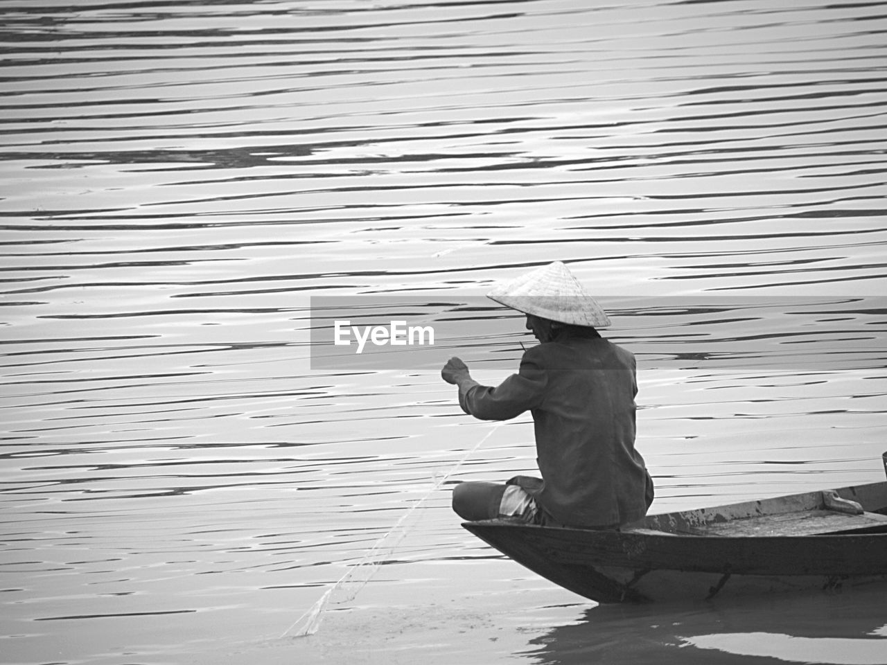 real people, water, one person, outdoors, asian style conical hat, lifestyles, men, day, standing, occupation, nature, full length, working, salt basin, fishing pole, beauty in nature, people