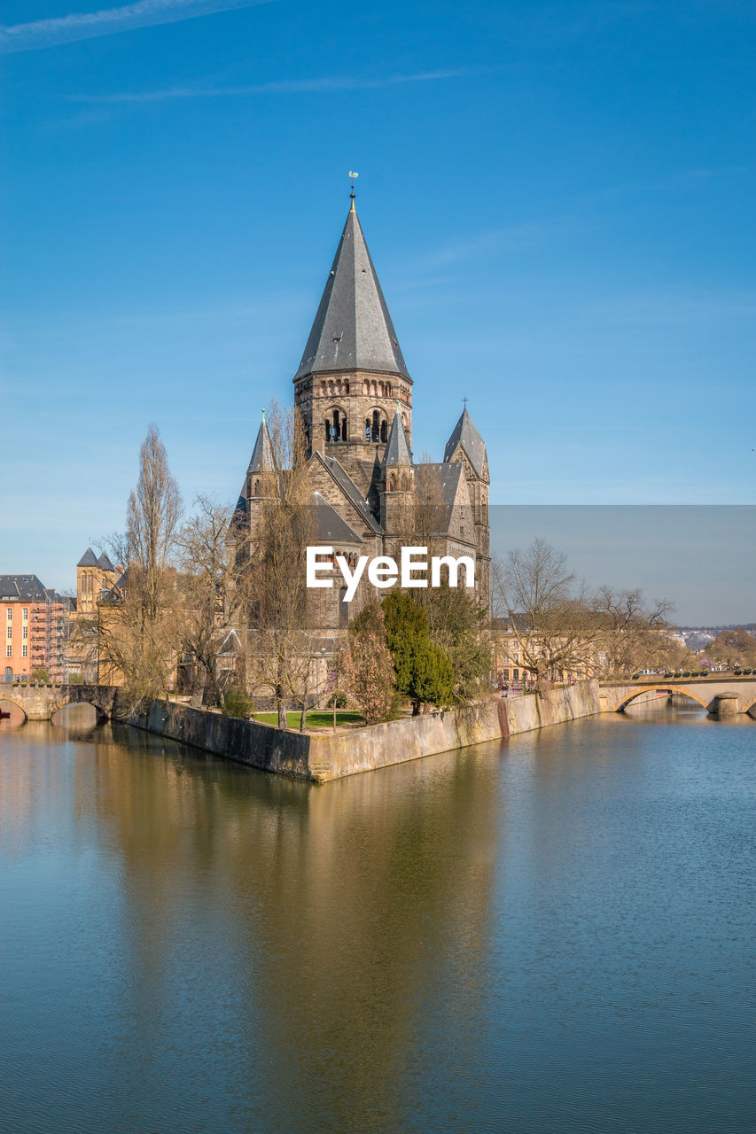 water, architecture, built structure, place of worship, religion, building exterior, belief, spirituality, building, sky, reflection, waterfront, blue, nature, no people, history, outdoors, spire