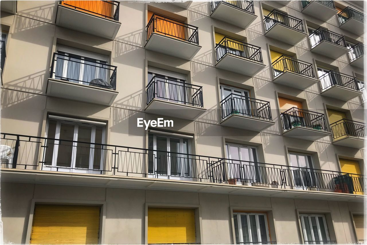 architecture, window, building exterior, built structure, balcony, day, low angle view, no people, outdoors