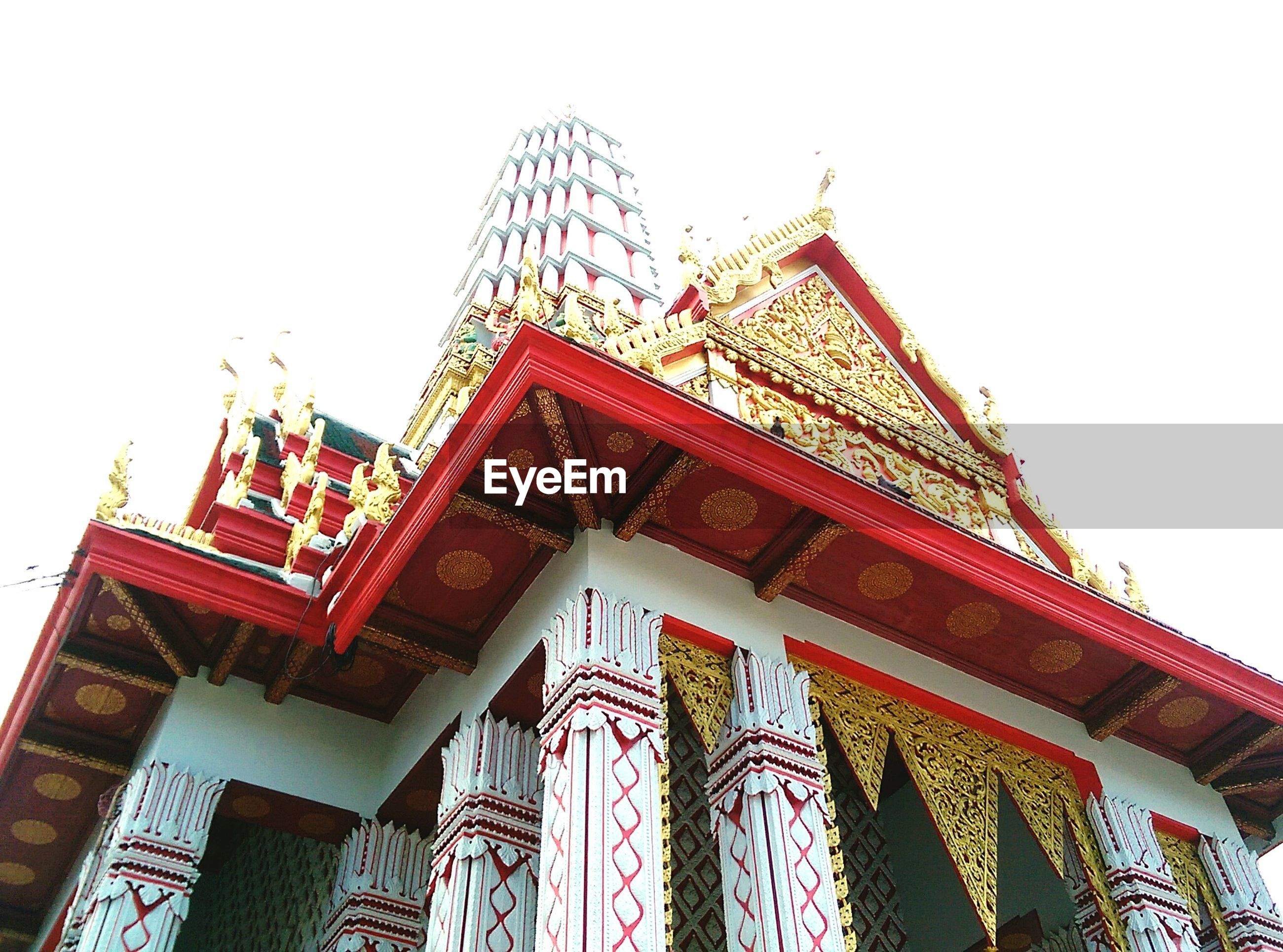 Low angle view of wat chakrawatrachawat woramahawihan against sky