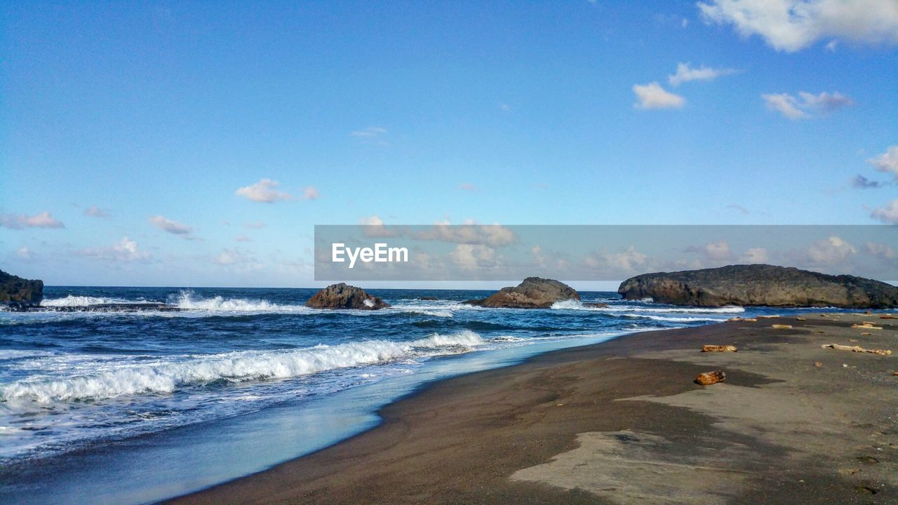 sea, nature, sky, beauty in nature, scenics, water, blue, wave, horizon over water, beach, tranquility, no people, day, outdoors, scenery