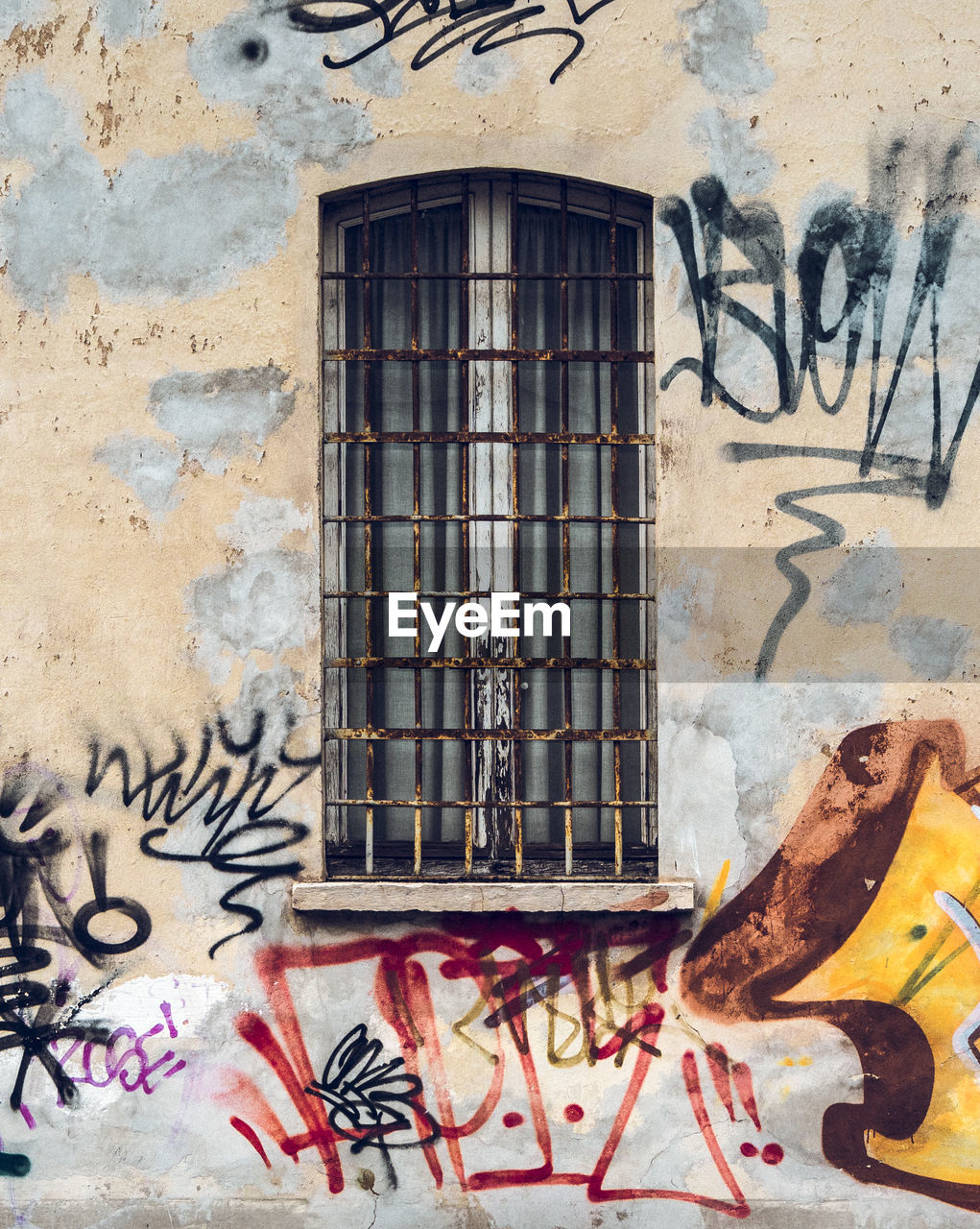 architecture, window, graffiti, built structure, building exterior, day, no people, outdoors, close-up
