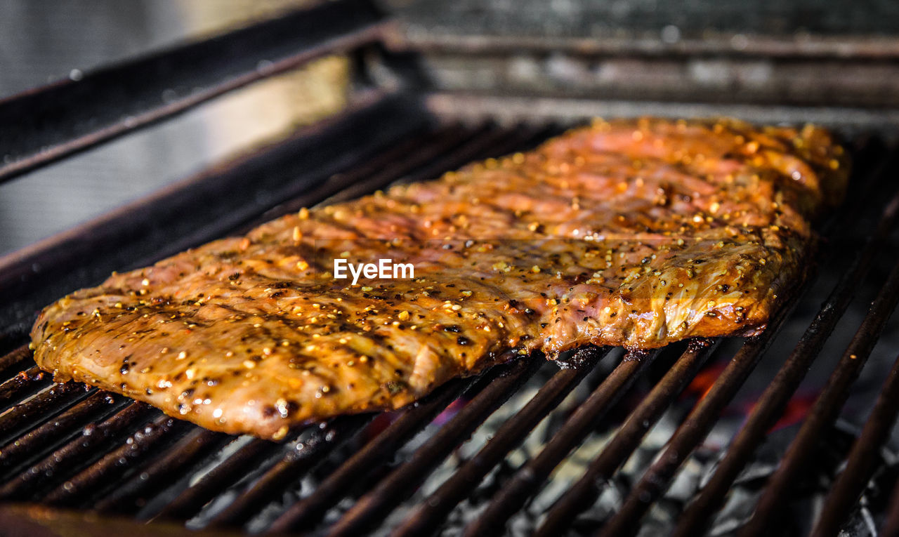 food, food and drink, barbecue, freshness, preparation, close-up, grilled, barbecue grill, no people, heat - temperature, selective focus, meat, still life, preparing food, indoors, high angle view, healthy eating, ready-to-eat, wellbeing, focus on foreground, temptation