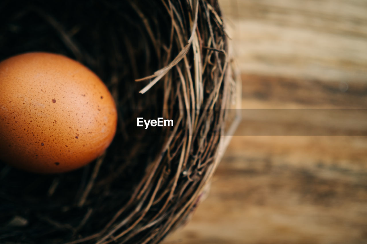 egg, food and drink, food, no people, close-up, healthy eating, focus on foreground, wellbeing, freshness, basket, still life, selective focus, indoors, container, wicker, brown, high angle view, nature, animal egg, fragility