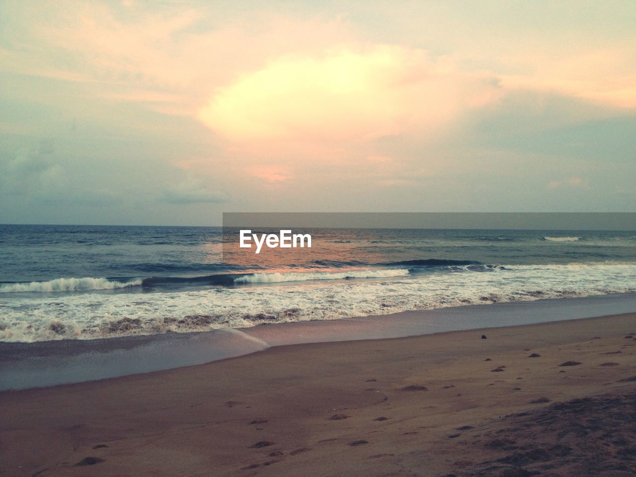 sea, beach, sand, horizon over water, shore, sky, nature, beauty in nature, scenics, water, tranquil scene, sunset, tranquility, wave, no people, summer, outdoors, day