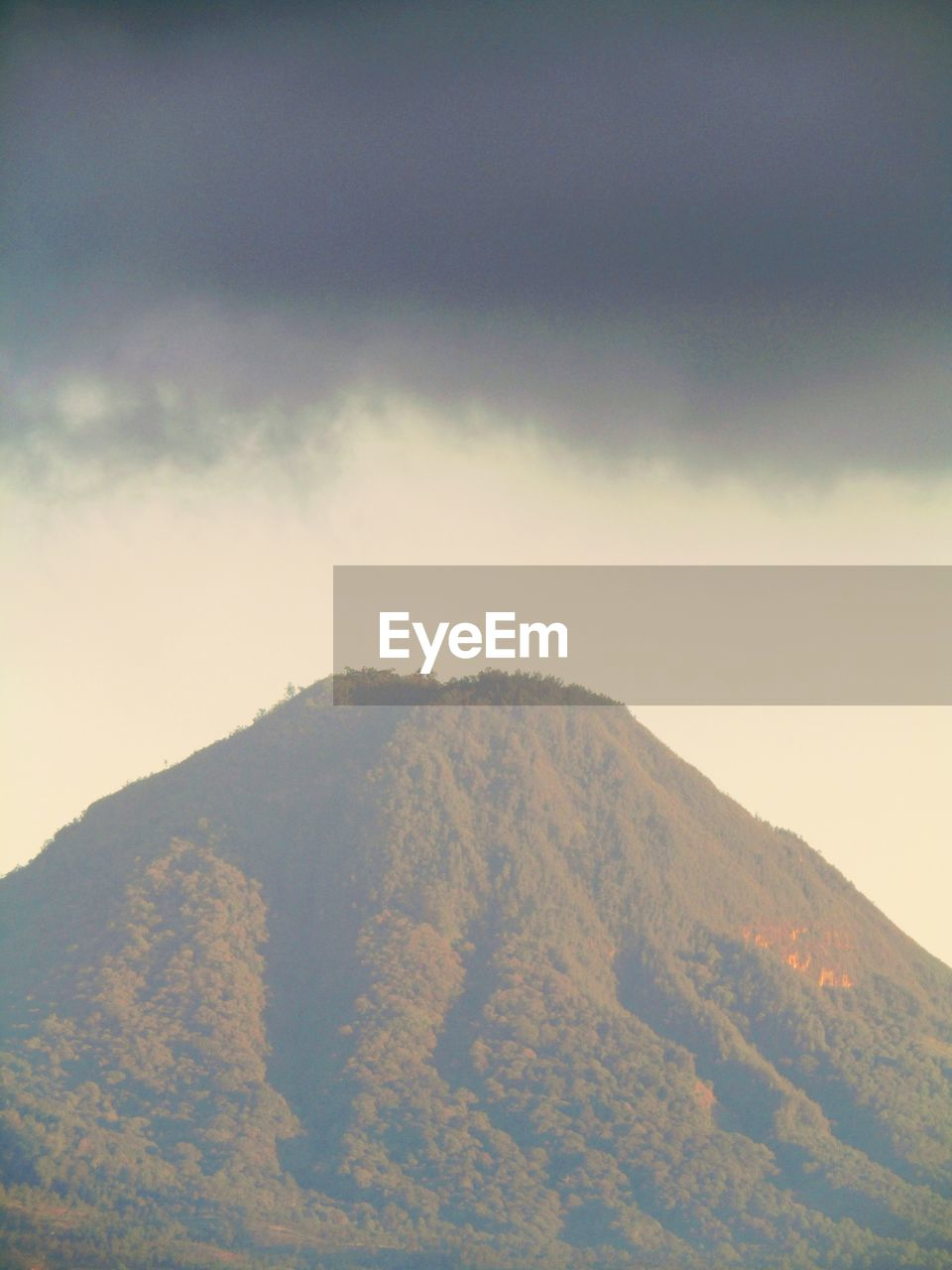 cloud - sky, sky, beauty in nature, scenics - nature, tranquil scene, tranquility, mountain, day, nature, no people, environment, landscape, outdoors, non-urban scene, land, idyllic, physical geography, remote, majestic, mountain peak