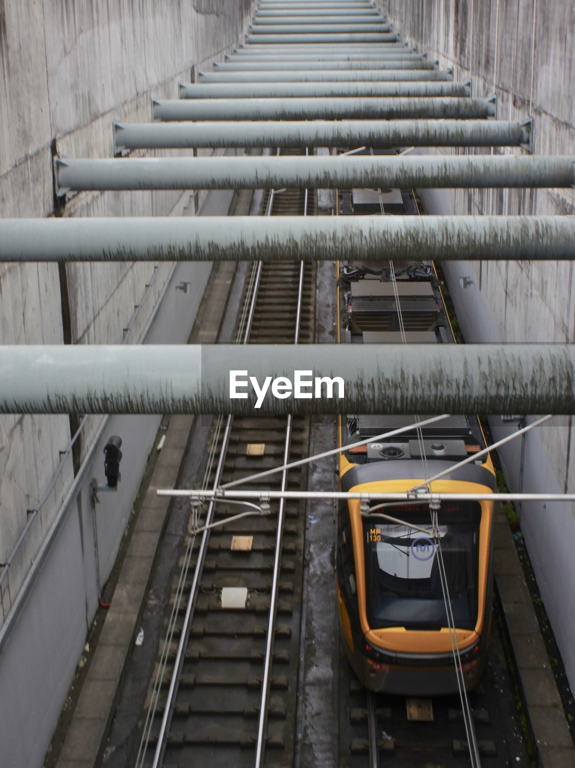 LOW ANGLE VIEW OF CABLE CAR ON RAILWAY BRIDGE