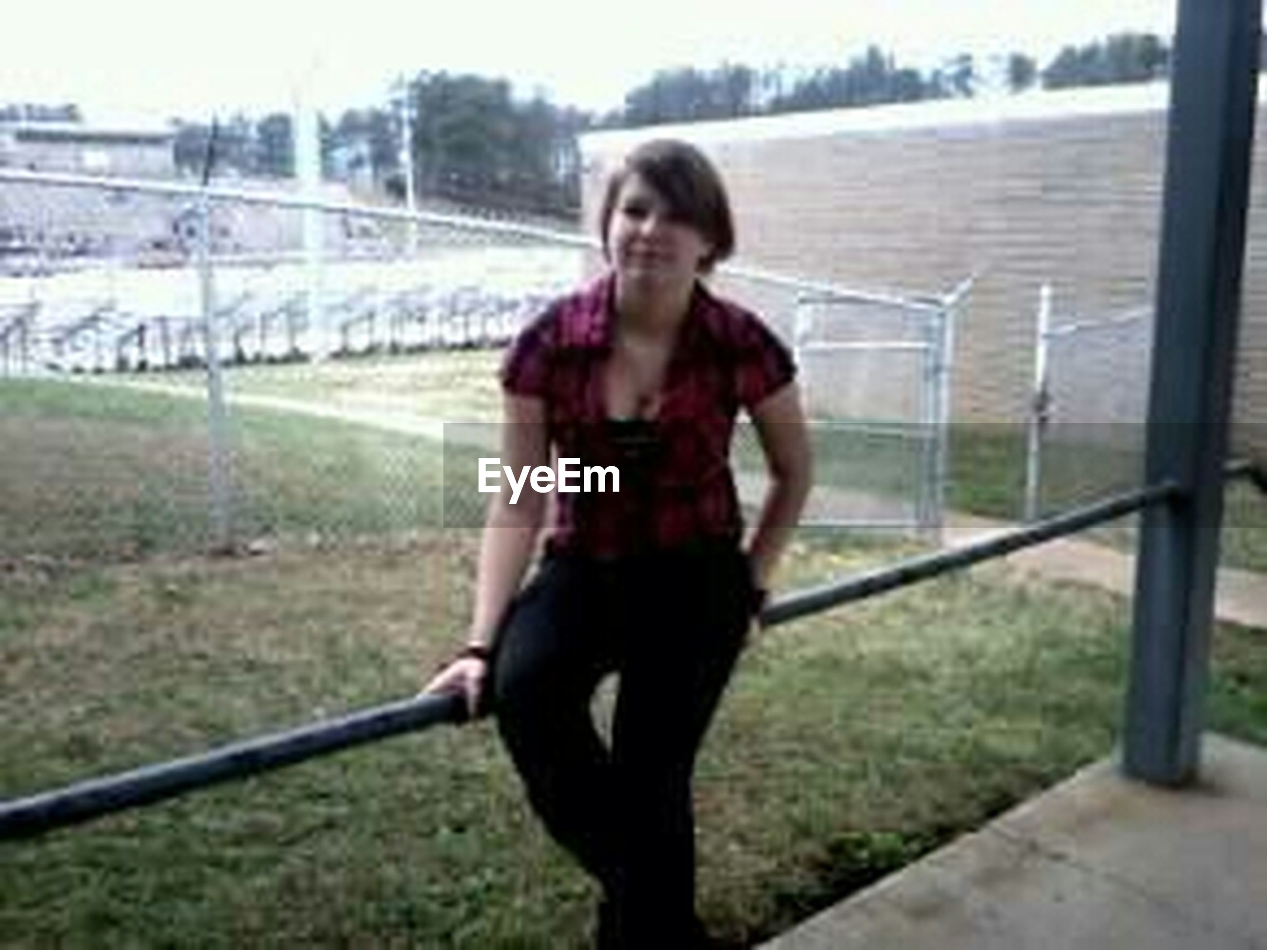 lifestyles, person, leisure activity, casual clothing, young adult, full length, railing, focus on foreground, standing, portrait, looking at camera, fence, front view, smiling, three quarter length, day, young women, childhood