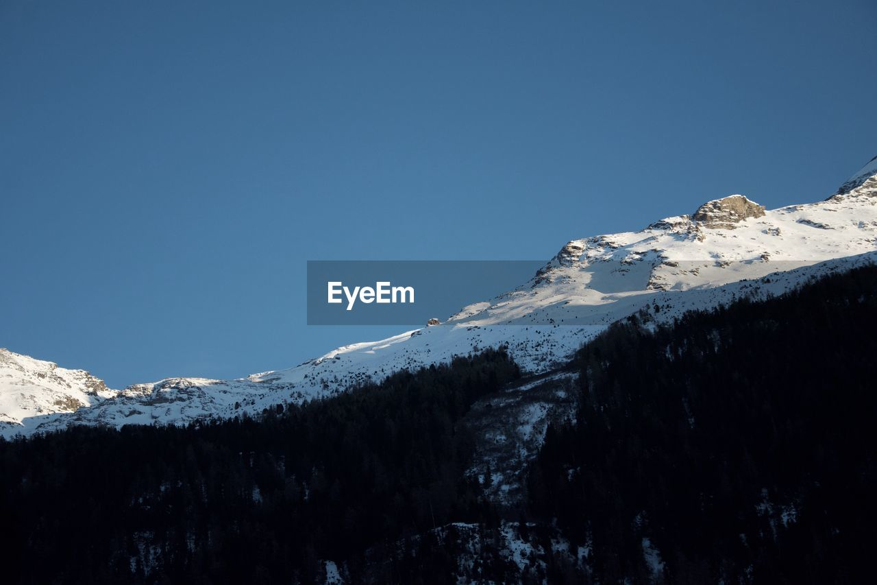 snow, cold temperature, winter, mountain, sky, beauty in nature, snowcapped mountain, scenics - nature, tranquility, copy space, tranquil scene, blue, clear sky, mountain range, nature, day, no people, environment, non-urban scene, mountain peak, outdoors